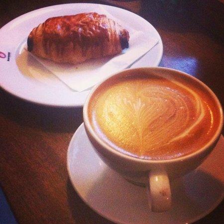 Baresso Coffee: cappuccino e brioches  baresso