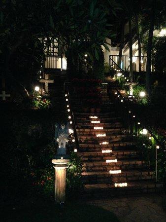 Hacienda San Angel : Lighted stairway at HSA