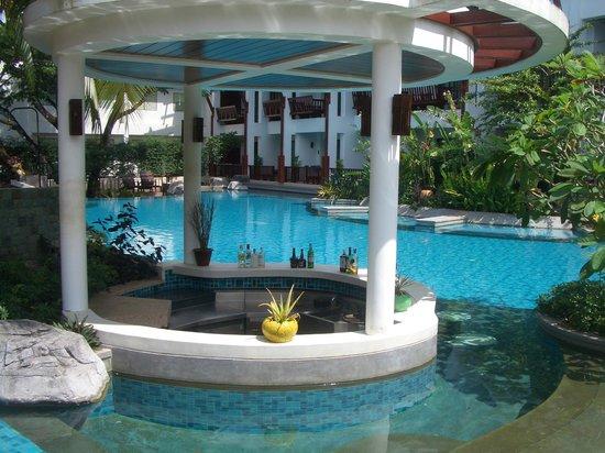 The Elements Krabi Resort: espace piscine