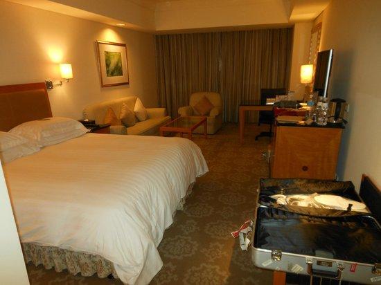The Splendor Hotel : Spacious room NOV2013