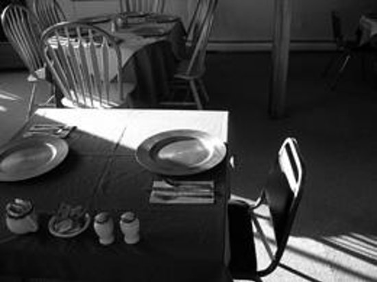 An awaiting breakfast table at the Bromley View Inn