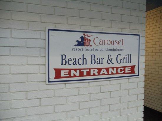 Carousel Resort Hotel & Condominiums : Head to the Beach Bar!