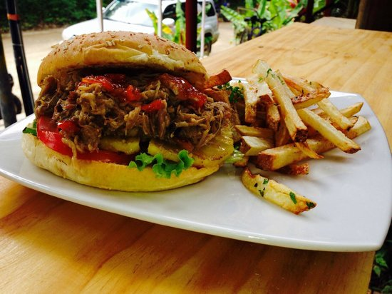 Tori: Pulled Pork Burger