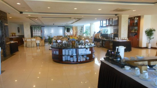 Dalat Plaza Hotel: Glad to see that we have a buffet breakfat! Love the Yogurt made in Dalat