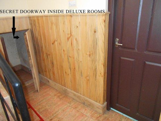 Pine Borough Inn : SECRET DOORWAY FROM INSIDE ROOMS...VERY UNSAFE