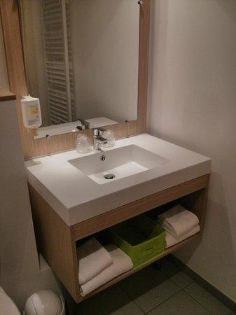 Adagio Access Brussels Europe: Banheiro novinho