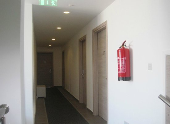 Dionysos Central Hotel: Corridor on 3rd floor to refurbished rooms