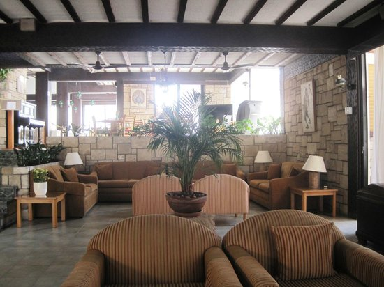 Dionysos Central Hotel: Lounge/Reception seating area