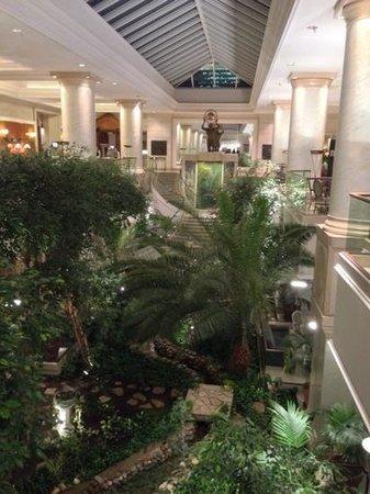 Hyatt Regency Belgrade: Lobby/Atrium