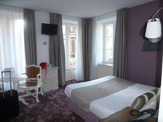 Hotel Arvor : Airy corner room