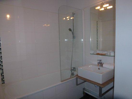 Hotel Arvor : Nice, Clean bathroom