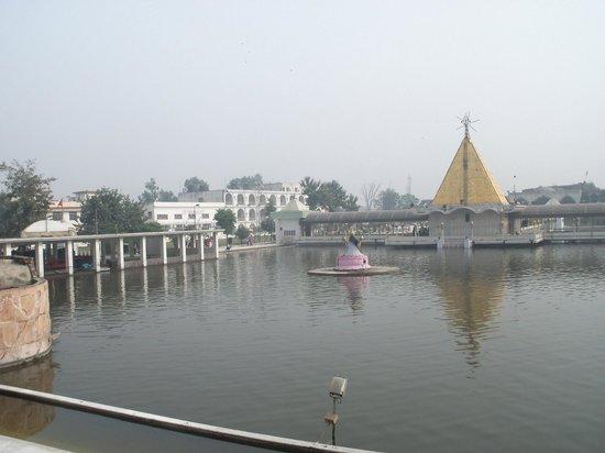 Jalandhar, India: Main temple