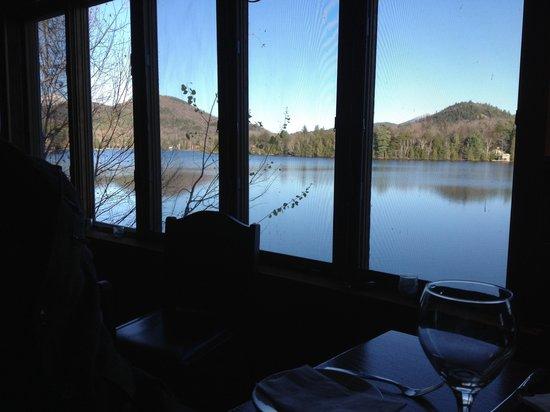The Brown Dog Cafe & Wine Bar : Vista cinematográfica.