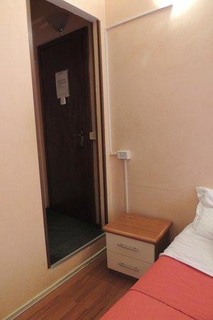 Prince of Via Veneto : Puerta de entrada a la habitación vista interior