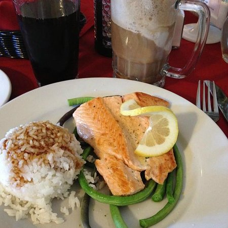 Ka'ili's: Grilled salmon on arden fresh long beans and heaping rice. Topped off with a root beer float.
