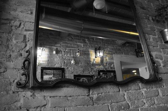 Osteria Pizzeria Il Vicolo : Riflessi nello specchio