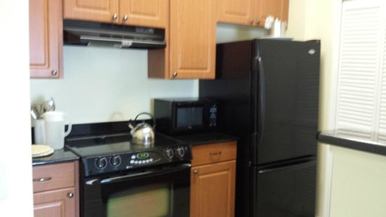 The Point Hotel & Suites: Neat little kitchen, with dishwasher