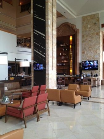 Marriott's Canyon Villas: Elegant bar and lobby at the J. W. Marriott