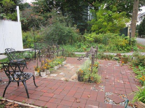 Mira Monte Inn: O jogo de xadrez no jardim