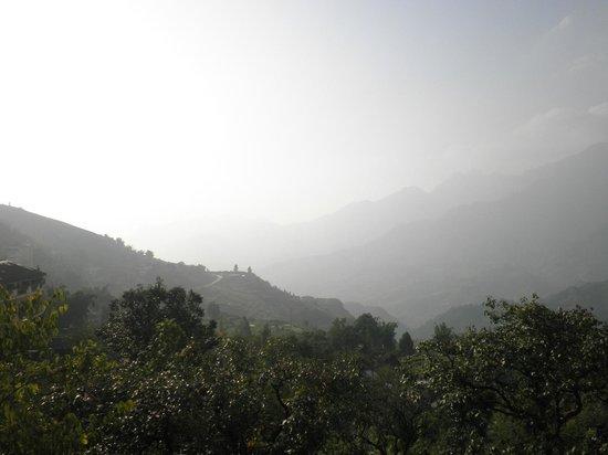 Valley View Sapa - Phuong Nam Hotel: Vistas desde la habitación