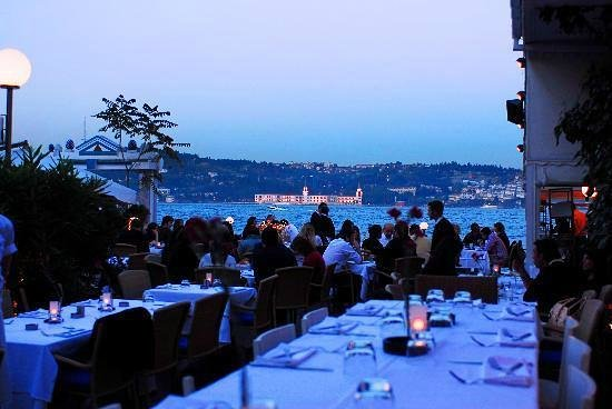 Mia Mensa Kurucesme : Dinner by the water