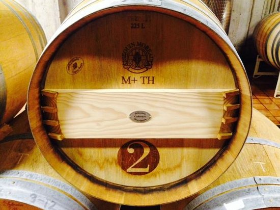 2 Lads Winery: Red's soaking up the French Oak
