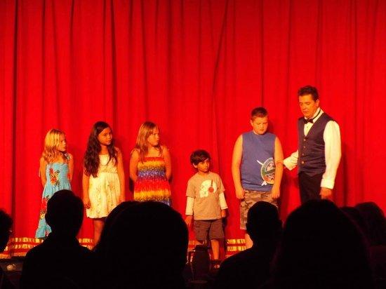 Kupanaha: kids at the magic show!