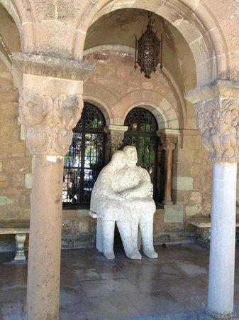 Chateau de la Napoule / Musee Henry-Clews: В саду замка.