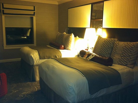 Hamilton Crowne Plaza Hotel: Our room on the 6th floor