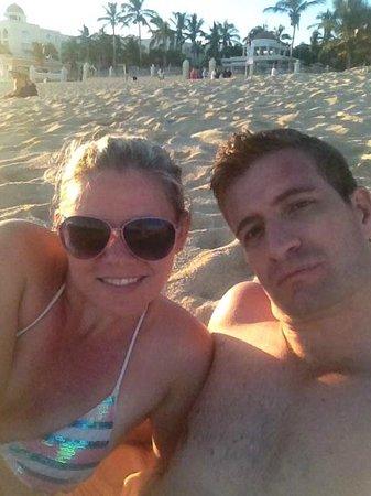 Hotel Riu Palace Cabo San Lucas : Relaxing on the beach at RIU Palace
