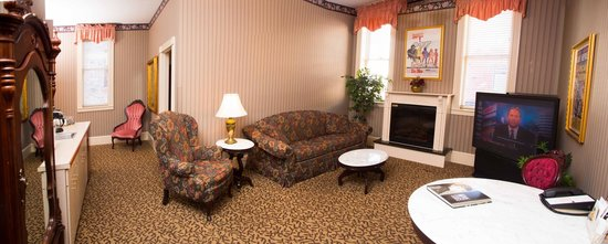 Celebrity Hotel: Victorian Suite 209