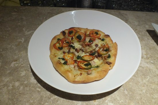 Flow Restaurant and Lounge : Duck pizza