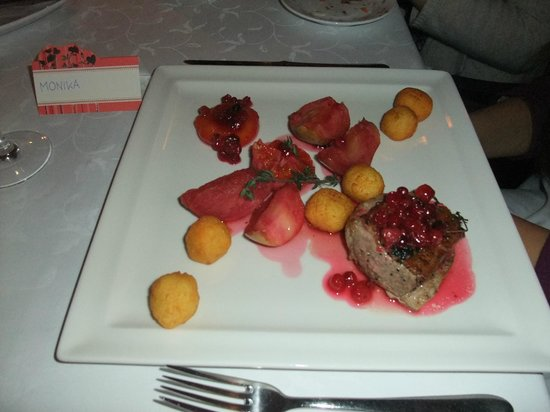 Senieji Rusiai: Main course - duck with caramelised fruits