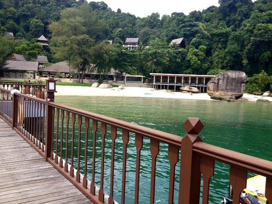 Pangkor Laut Resort: walk way from Cruise boat to main island
