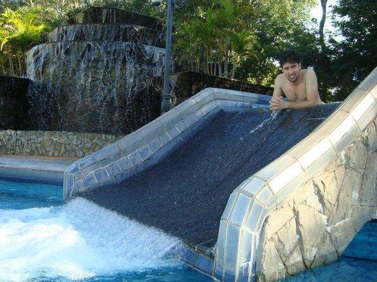 Iretama, PR: Um pequeno escorregador em uma das piscinas termais