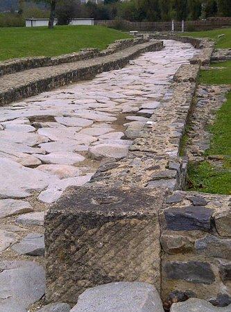 Musee des Beaux-Arts et d'Archeologie : Weg met voetpad