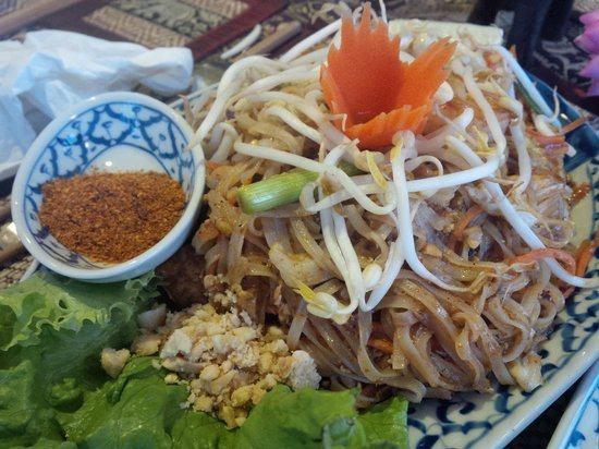 Tak's Thai Kitchen : Spicy Lobster Pad Thai