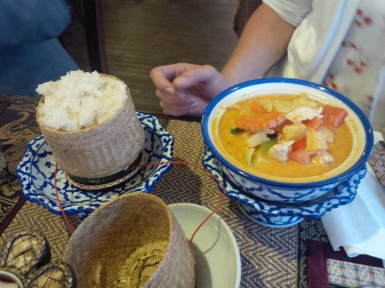 Tak's Thai Kitchen: Chicken Tom Yum