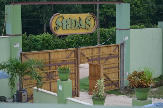 Midas Belize : View from the terrace at the entrance