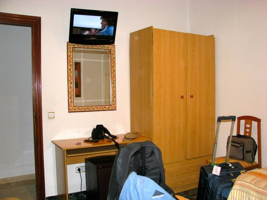 Hostal Bruna: view of door, tv above talbe and refrig under table