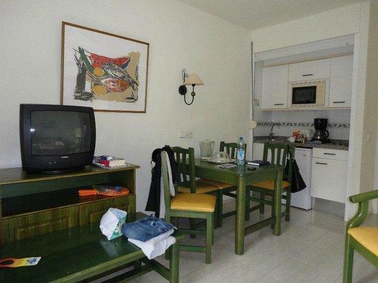 THB Royal: Wohnraum, Küche und Schlafzimmer für 2 Kinder