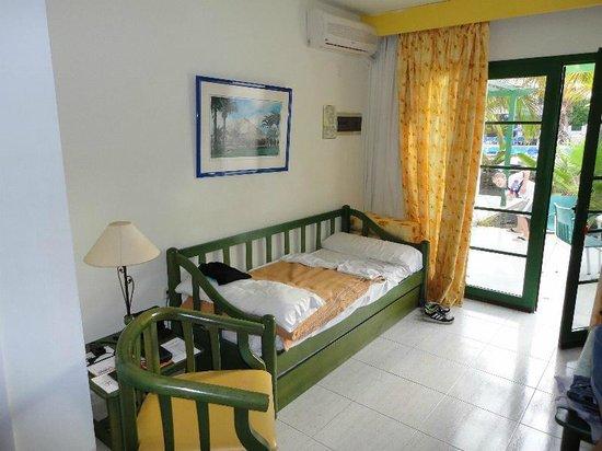 THB Royal: Ausziehbett für 2 Kinder im Wohnbereich