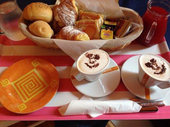 Ridolfi Guest House: La mega colazione in camera! :)