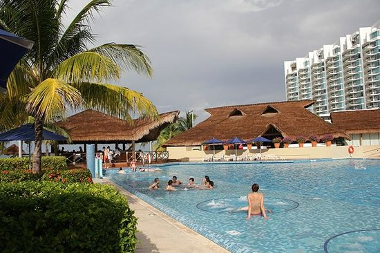 Presidente InterContinental Cancun Resort: Main pool.
