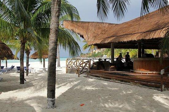 Presidente InterContinental Cancun Resort: Beach bar.