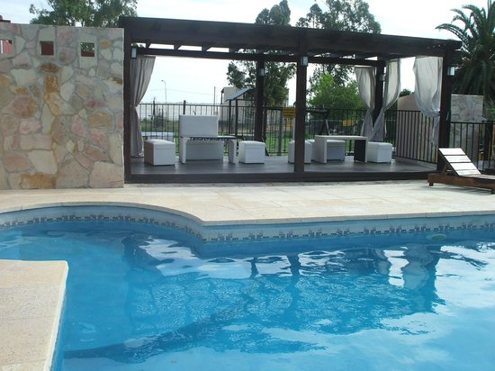 Las Moraditas Apart hotel - Cabanas: deck con sillones y vista a la laguna