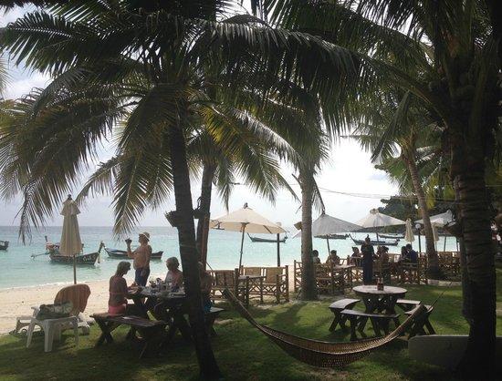Mali Resort Pattaya Beach Koh Lipe: Beach/garden area
