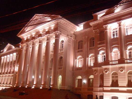 UFPR - Federal University: Iluminação noturna.