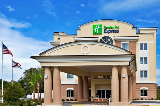 Holiday Inn Express Crystal River : Exterior