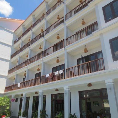 Sunshine Hotel Hoi An: hotel building